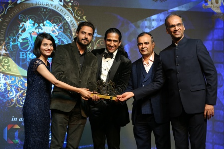 Mr.Ishan_Shukla_receiving_the_title_of_Best_Animated_Short__Film_at_Power_Brand_Glam-BFJA_2018_comp